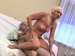 Mature skank loves to ride that cock