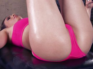 casey calvert gets her pussy licked in the gym