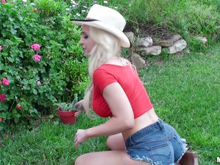 cowgirl in the garden sucking my cock