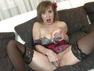 crazy mature women likes to masturbate
