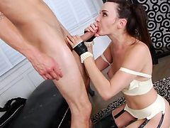 Fetish babe anal squirting before facial