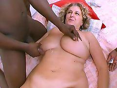 Enormes nichons blonde baisee par 3 blacks !!