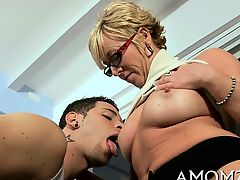 Voluptuous mature takes it deep in her muff to get orgasm