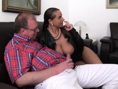 XXX Omas - German MILF Sexy Susi in German threesome