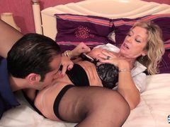 La Cochonne - French porn with a mature blonde slut