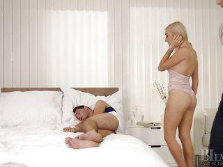 bi dude blown by blonde babe while he sucks dick