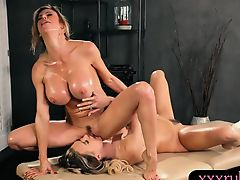 Big boobs milf masseuse gives Thai massage and dyke out