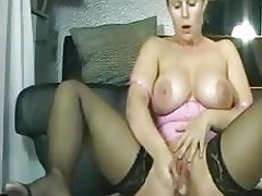 Sexy german milf masturbates squirts like crazy